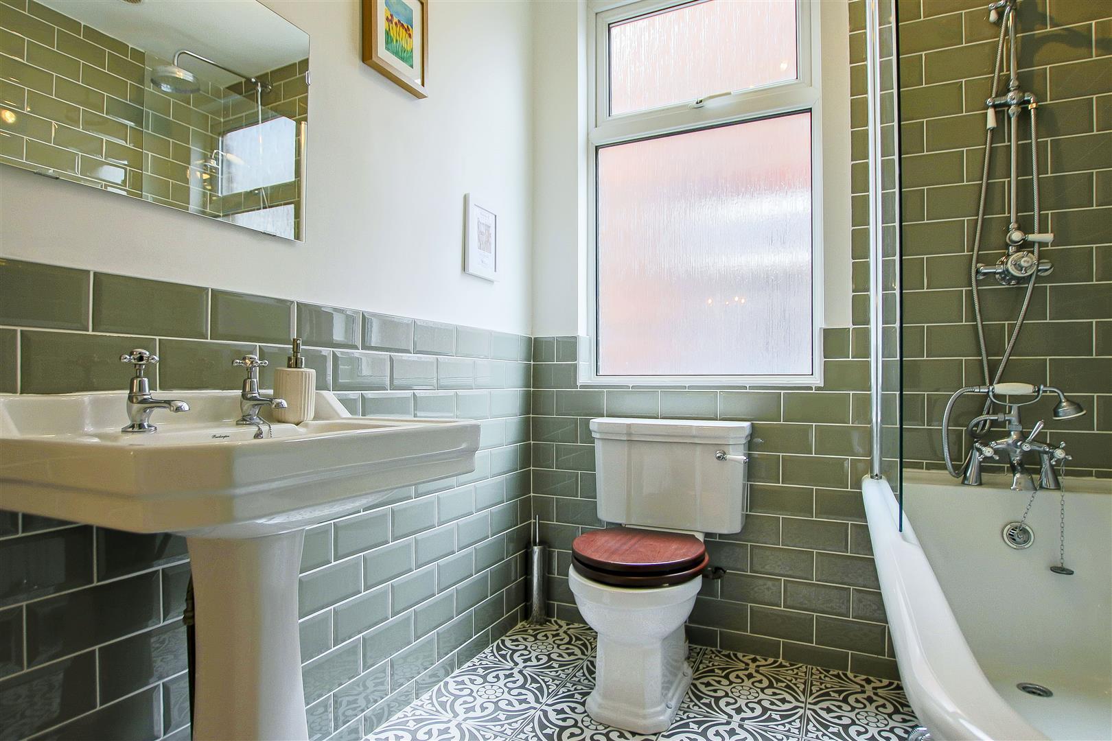 4 Bedroom Semi-detached House For Sale - 22.jpg
